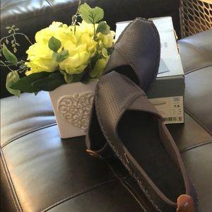 NEW Toms Petra Shoes